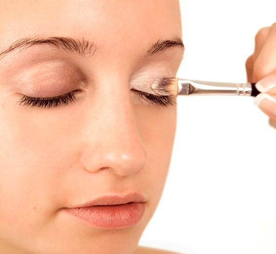 7 Eye Makeup Tips For Sagging Eyelids You Should ...