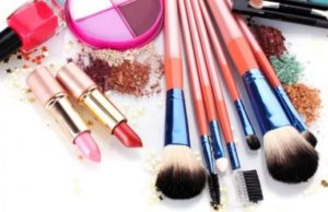 cosmetic ingredients that can cause dry eyelids