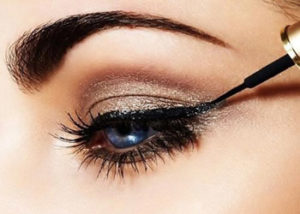 Best way to put eyeliner on your top lid