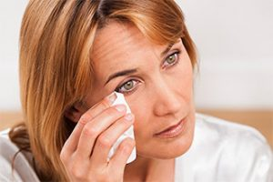 5 Most Working Treatments To Get Rid Of Sticky Eyelids Easily