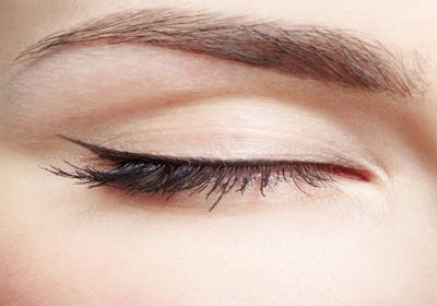 Thinner Line of Eyeliner Under Falsies