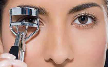 Use Curlers To Curl Your Eyelashes